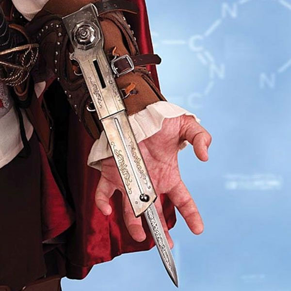 ASSASSINS CREED II Ezio Extension Knife with Leather Bracer Museum Replicas