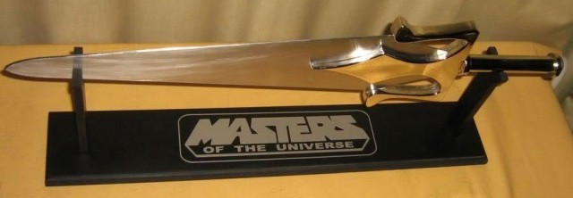 HE-MAN-AND-THE-MASTERS-OF-THE-UNIVERSE-Power-Sword-Prop-Replica