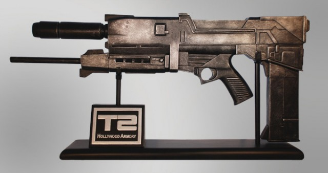 TERMINATOR 2: JUDGMENT DAY 1/2 Scale Plasma Rifle Replica