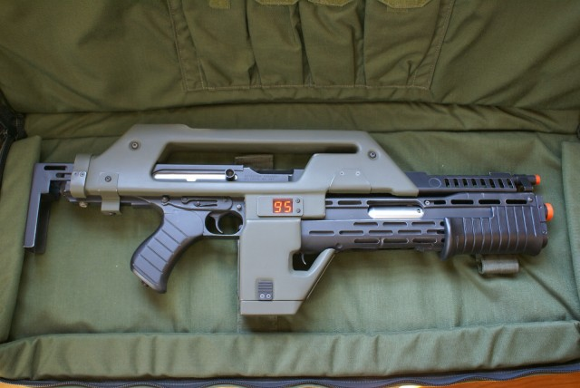 Life Size ALIENS M41 Colonial Space Marines Pulse Rifle Prop Replica