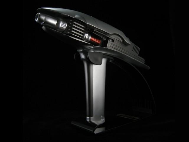 STAR TREK INTO DARKNESS Starfleet Phaser Replica (2)
