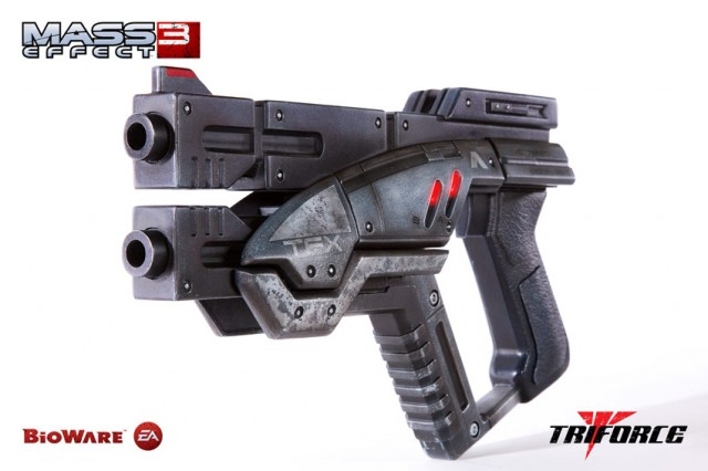 Limited Edition MASS EFFECT 3 M-3 Predator Life Size Prop Replica TriForce