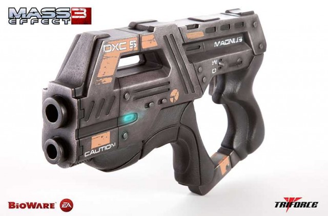 MASS EFFECT 3 M-6 Carnifex Prop Replica Triforce