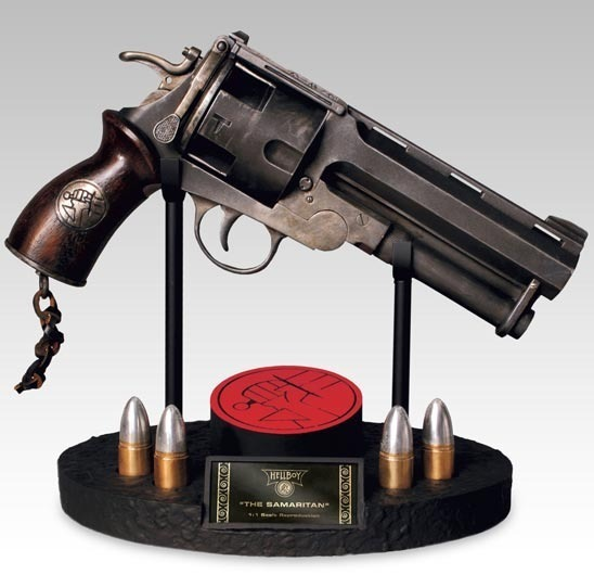 HELLBOY 1-4 Scale The Samaritan Prop Replica Revolution Studios