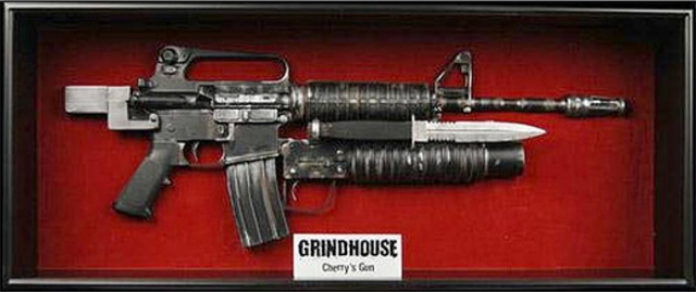 Life-Size-Grindhouse-Rifle-Movie-Prop-Replica-NECA-Cherry-Darling-Leg-Gun
