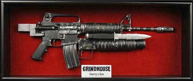 Life-Size-Grindhouse-Rifle-Movie-Prop-Replica-NECA-Cherry-Darling-Leg-Gun