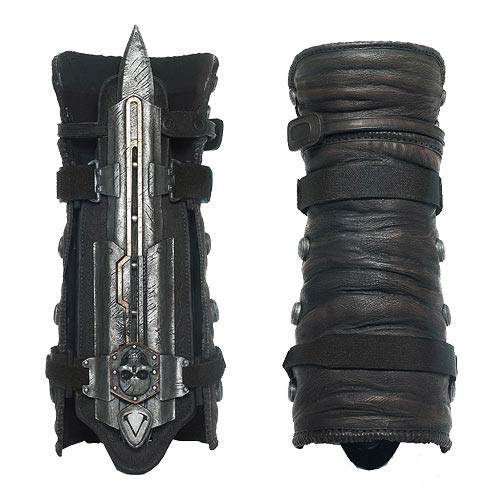 ASSASSINS CREED IV BLACK FLAG Life-Size Hidden Blade and Gauntlet
